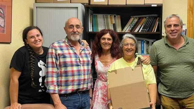 Teresa Vicente (c) en su despacho de la Facultad de Derecho de la Universidad de Murcia.