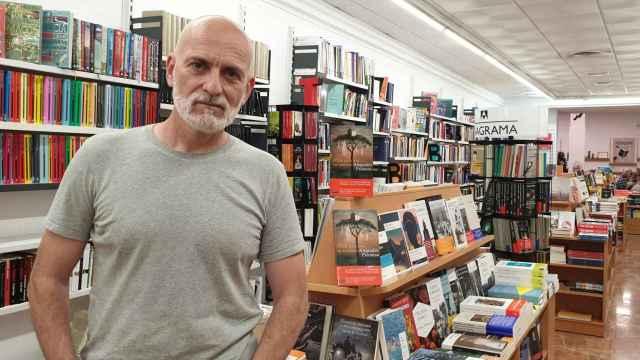 Alejandro Palomas presenta su última novela y rueda las escenas finales de su documental 'Vínculo'.