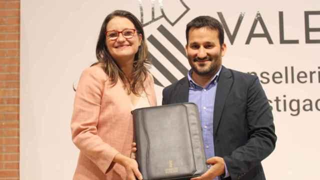 Mónica Oltra y Vicent Marzà,  líderes de Compromís, durante el traspaso de competencias.