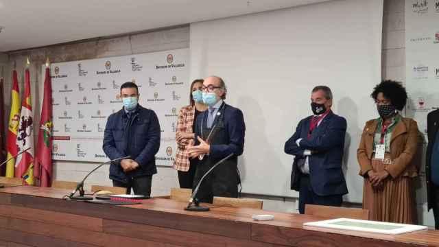 El consejero de Cultura y Turismo, Javier Ortega, tras recibir la mención 'Sumiller de Honor de Castilla y León'