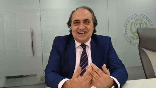 Luis Alberto Calvo en la sede del colegio de veterinarios de Valladolid