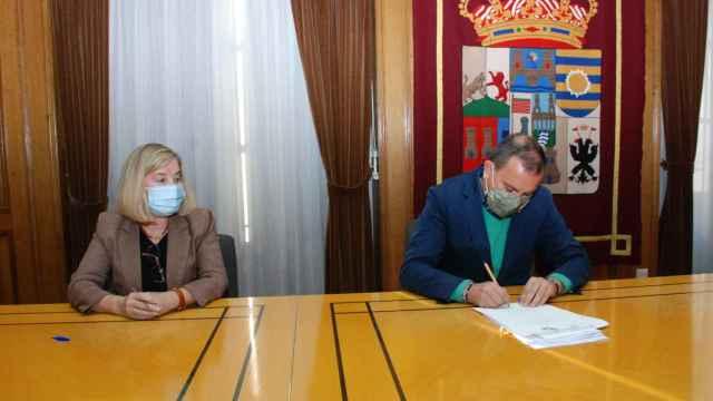 Momento de la firma entre la Diputación  y la Tesorería de la Seguridad Social