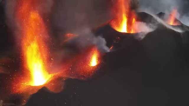 Por qué las bocas eruptivas del volcán de La Palma nacen alineadas: esta es la razón