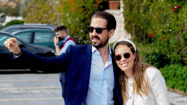 Philippos de Grecia y Nina Flohr.