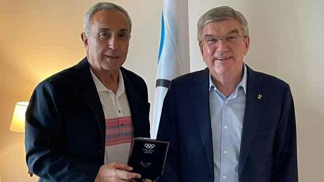 Alejandro Blanco recibe la medalla de oro del Comité Olímpico Internacional de Thomas Bach