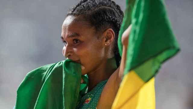 Gidey con la bandera de Etiopía