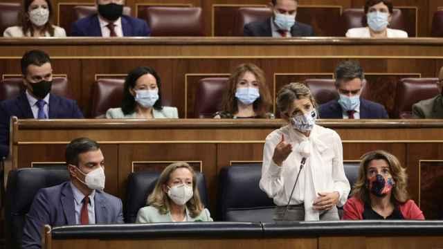Pedro Sánchez, Nadia Calviño y Yolanda Díaz, en el Congreso.