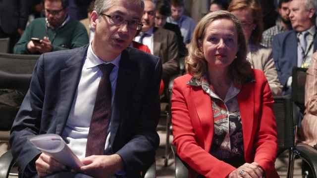 Pablo Hernández de Cos, gobernador del Banco de España, y Nadia Calviño, vicepresidenta económica del Gobierno.