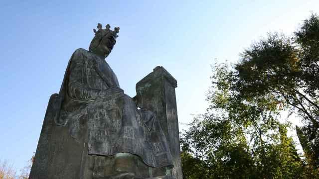 Así luce en Toledo la escultura de Alfonso X El Sabio después de ser rehabilitada