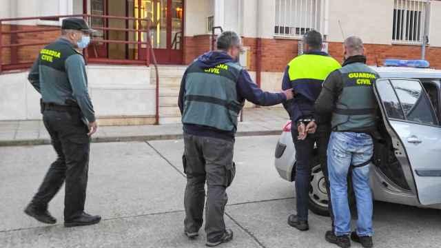 El detenido es dirigido a las dependencias de la Policía en Palencia
