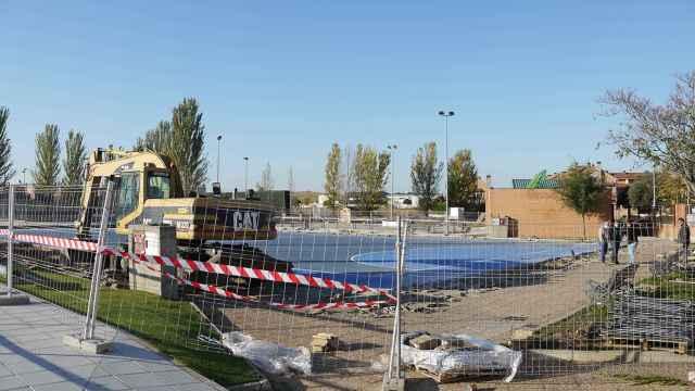Inicio de las obras de cubrimiento de la pista polideportiva de Carbajosa