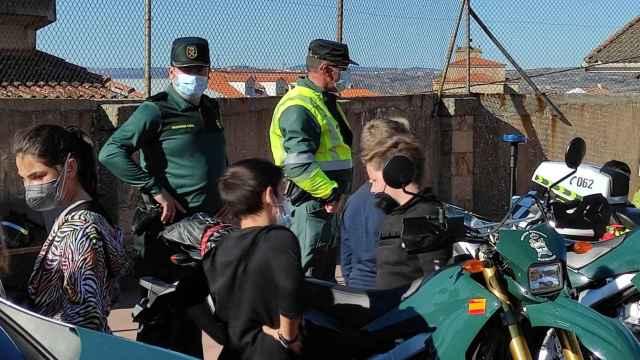La Guardia Civil de Zamora con los niños de Fermoselle