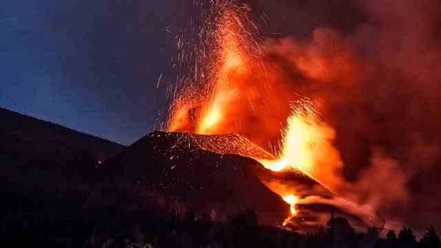Lava y piroclastos emitidos por el volcán de Cumbre Vieja.