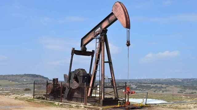Uno de los caballitos encargados de extraer el petróleo.