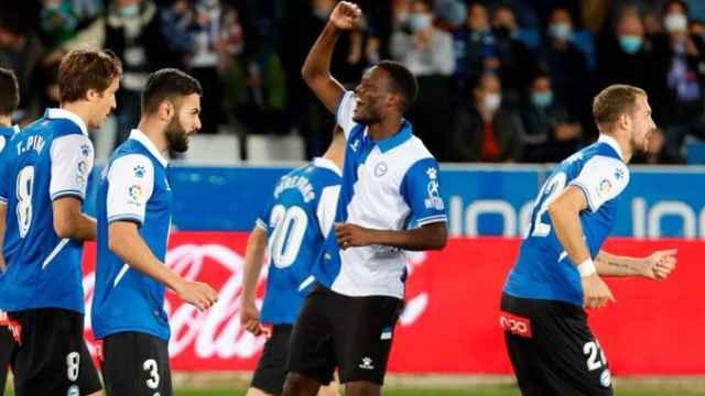 Mamadou Loum celebra un gol con el Alavés en La Liga 2021/2022