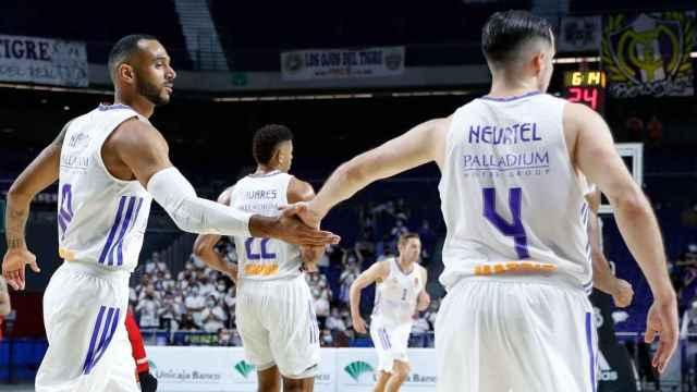 Hanga y Heurtel, en un partido del Real Madrid de Baloncesto de la temporada 2021/2022