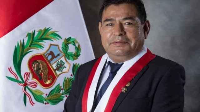 Muere un congresista de Perú durante el debate de sesión de investidura de Pedro Castillo
