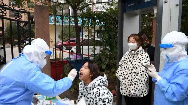 Las pruebas de detección del coronavirus en Lanzhou.