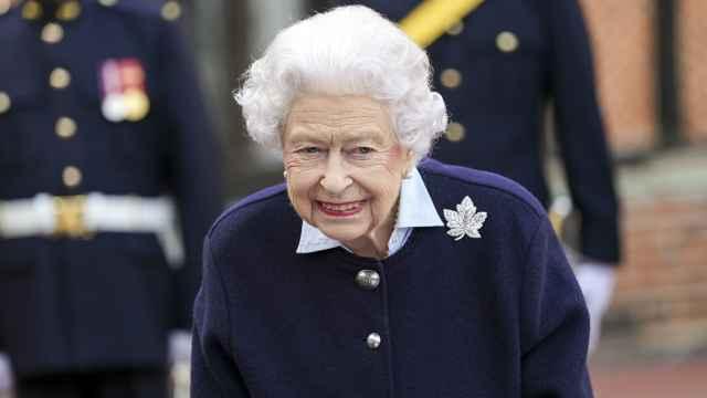 La reina Isabel II, días antes de su ingreso hospitalario | Foto: Gtres