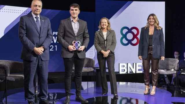 El CEO de Decoditive, Joan Buch, recogió el premio en la categoría e-commerce de la Barcelona New Economy Week (BNEW 2021) de manos de la ministra Nadia Calviño.