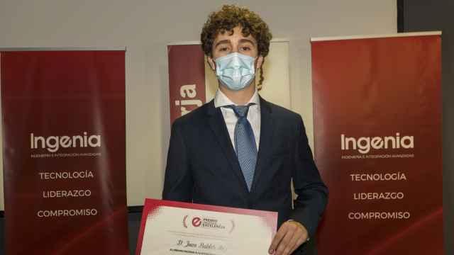 Juan Robles, ganador del premio Ingenia a la excelencia Manuel Rusillo.