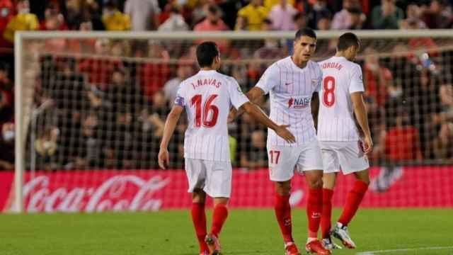 Los jugadores del Sevilla durante el partido ante el Mallorca