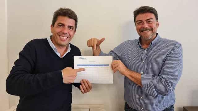 Mazón entrega su aval a Luis Barcala para que sea presidente local del PP.