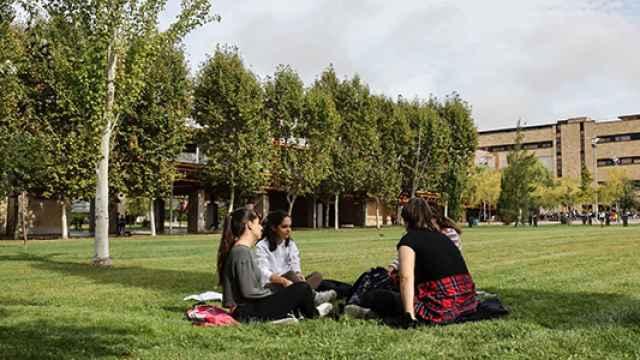 Estudiantes universitarios en el Campus Miguel de Unamuno
