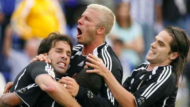 Beckham y Gago celebran un gol con Van Nistelrooy en 2006