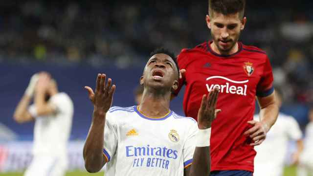 Vinicius se lamenta por una ocasión fallada ante Osasuna