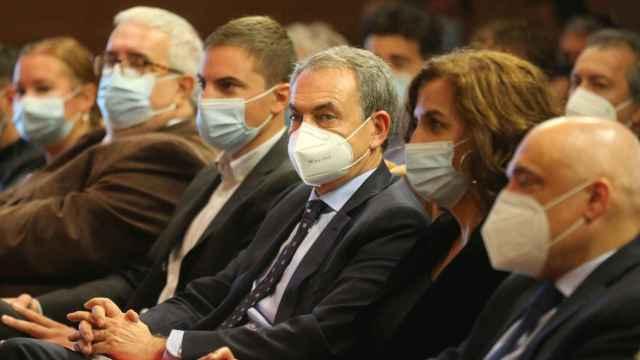El expresidente del Gobierno José Luis Rodríguez Zapatero (c) en las jornadas 'Diez años del fin de ETA: regeneración y memoria democrática' en la Asamblea de Madrid.