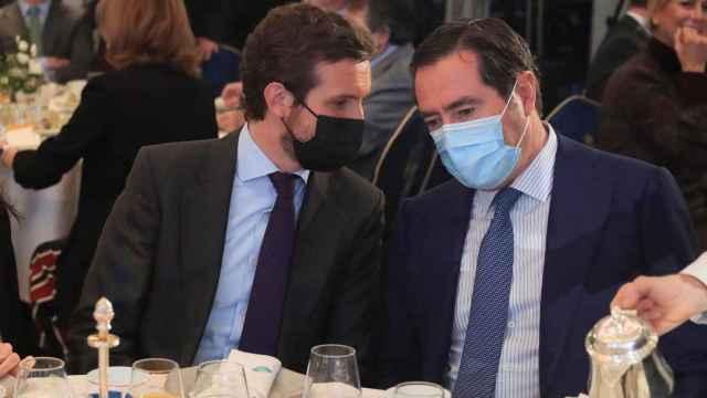 El presidente de la CEOE, Antonio Garmendi, con el líder del PP, Pablo Casado.