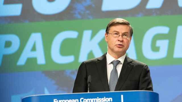 El vicepresidente de la Comisión, Valdis Dombrovskis, durante la rueda de prensa de este miércoles