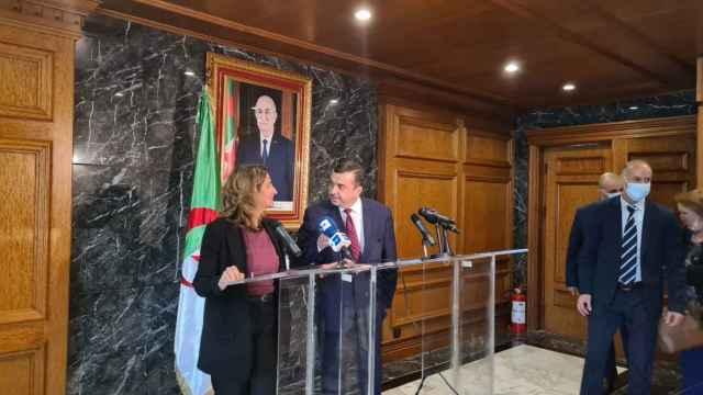 Teresa Ribera en Argelia: Si no llega suficiente gas por gasoducto, se hará a través de barcos GNL