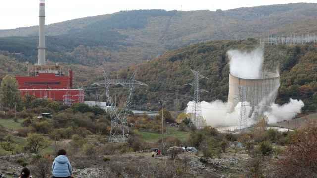 Voladura de la torre de refrigeración de la central térmica de Velilla