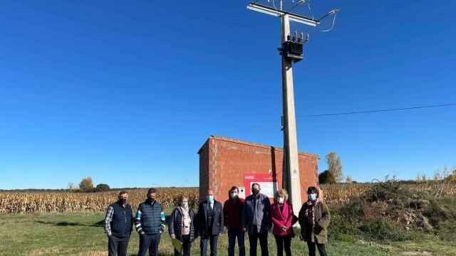 Visita al abastecimiento eléctrico de Maire de Castroponce