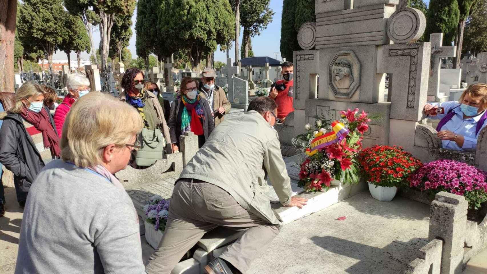 Homenaje a Amparo Bayón en el Cementerio de Zamora