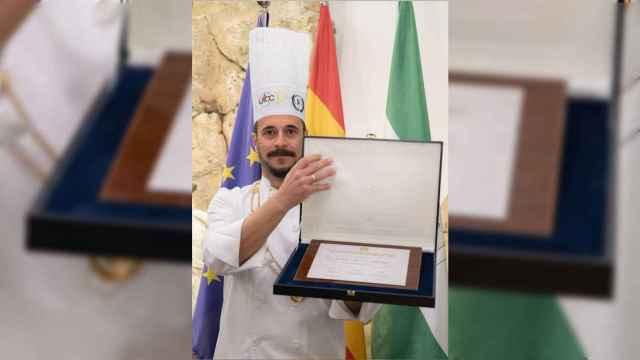 Domi Vélez recogiendo su premio