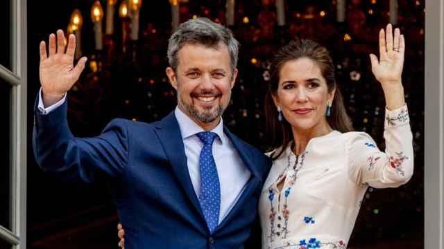 Federico y Mary de Dinamarca durante una visita a Haslev, Dinamarca.