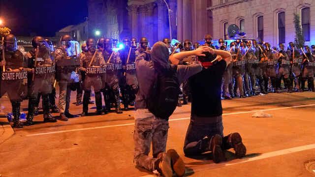 EEUU: nueva noche de disturbios con helicópteros del Ejército sobre las calles y tensión frente a la Casa Blanca